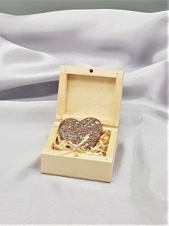 MAGNET HEART IN A WOODEN BOX